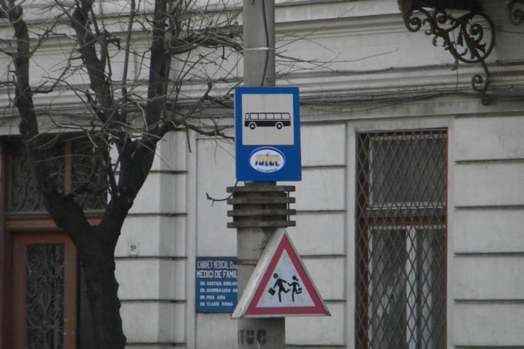Soferii RATUC, reclamati ca nu opresc in statia experimentala de pe 21 Decembrie - UPDATE: Un sofer a fost sanctionat