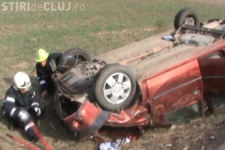 Accident la Fizesu Gherlii! Un sofer a lovit un barbat, a fugit, dar dupa un km s-a rasturnat cu masina. Acum e cautat de politie VIDEO