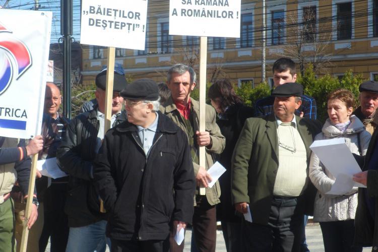 Sindicalistii de la Hidroelectrica Cluj au pichetat Prefectura FOTO