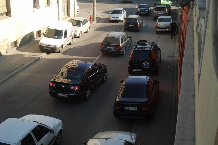 Semaforul de pe strada Paris, contestat de clujeni pentru ca sufoca traficul - UPDATE: Soferii din fata de la Stanca sunt de vina