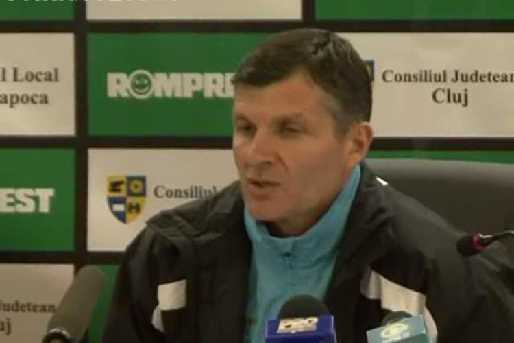 Cum le-a raspuns Sabau suporterilor U Cluj, care l-au injurat tot meciul cu Targu Mures VIDEO