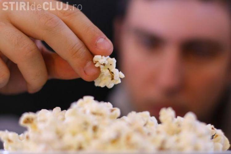 Popcornul consumat la cinema, otrava curata