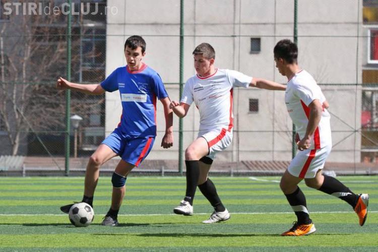Reincepe Liga Liceelor la Fotbal si Baschet! Echipamentul sportivilor este cumparat din sponsorizari
