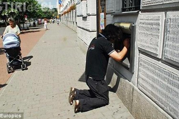 Rade Anglia de noi! Cauza: acest bancomat din Timisoara FOTO