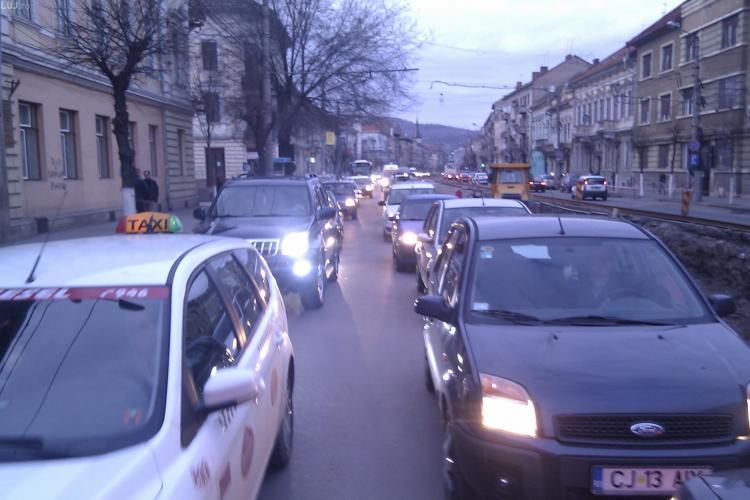 Traseul Piata Garii - intersectia strada Horea cu Baritiu, parcurs in 30 de minute! Trafic bara la bara VIDEO si FOTO