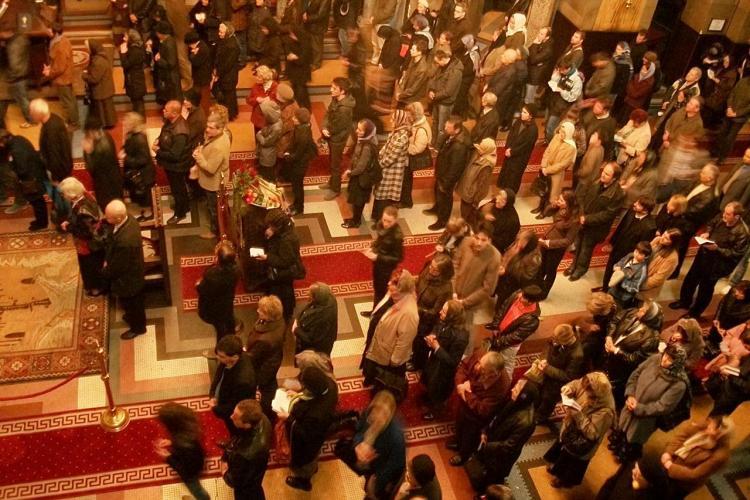 Sute de clujeni au venit sa se roage la Catedrala Ortodoxa in Joia Mare