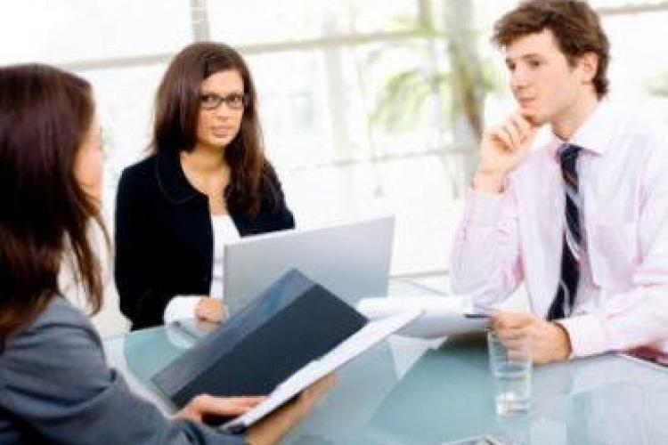 10 lucruri importante de care trebuie sa tii cont atunci cand te angajezi!