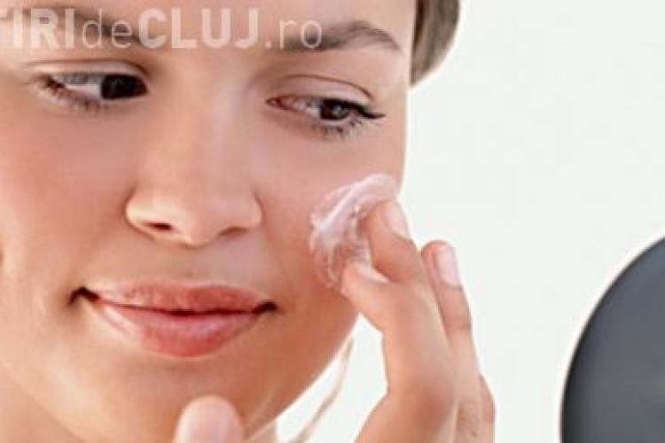 Produsele cosmetice contin ingrediente toxice pentru organism. Vezi care sunt!