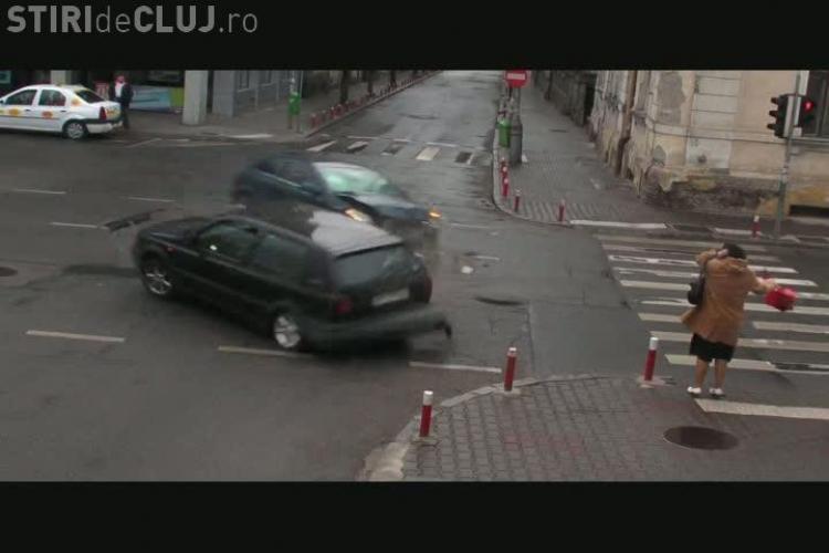 Accidentul din Piata Lucian Blaga, surprins de CAMERELE DE SUPRAVEGHERE! O femeie a scapat cu viata ca prin MINUNE EXCLUSIV