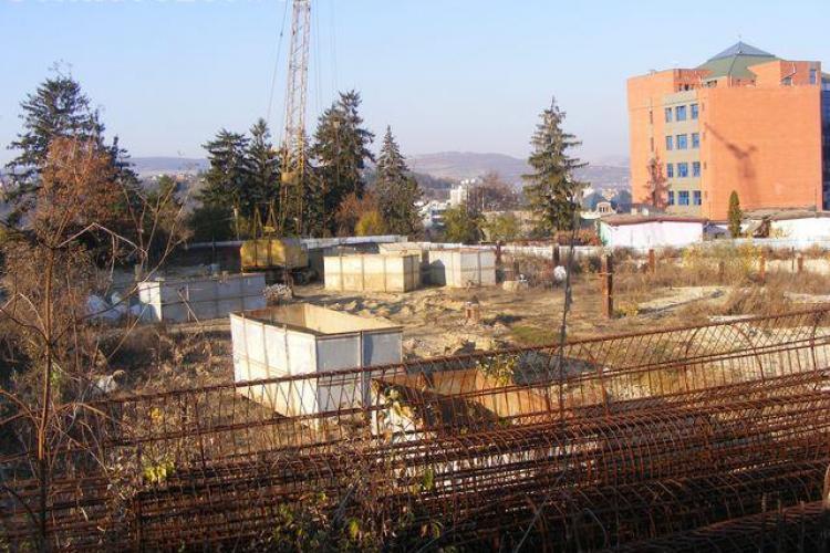 Clujenii cer un parc pe locul mall-ului Akademia Center, in paragina FOTO