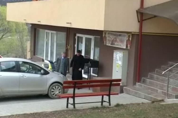 Biserica in bloc! Un preot a deschis o capela intr-un apartament de bloc in Floresti. Altarul e in bucatarie VIDEO