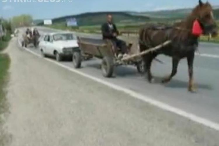 Dacia trasa de caruta pe DN 1, la Martinesti, ca intr-un film de Kusturica VIDEO