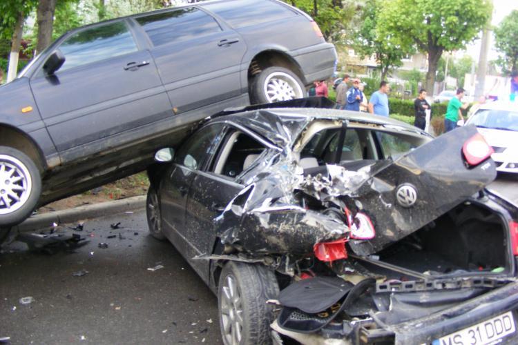 Noi imagini cu accidentul din Grigorescu, de la terasa Sinaia, unde un TIR a lovit cinci masini VIDEO