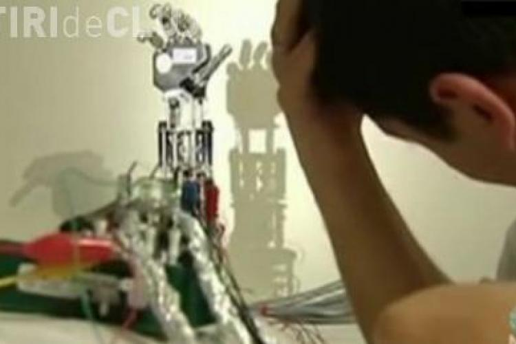 Robot controlat mental de la 100 de km distanta VIDEO