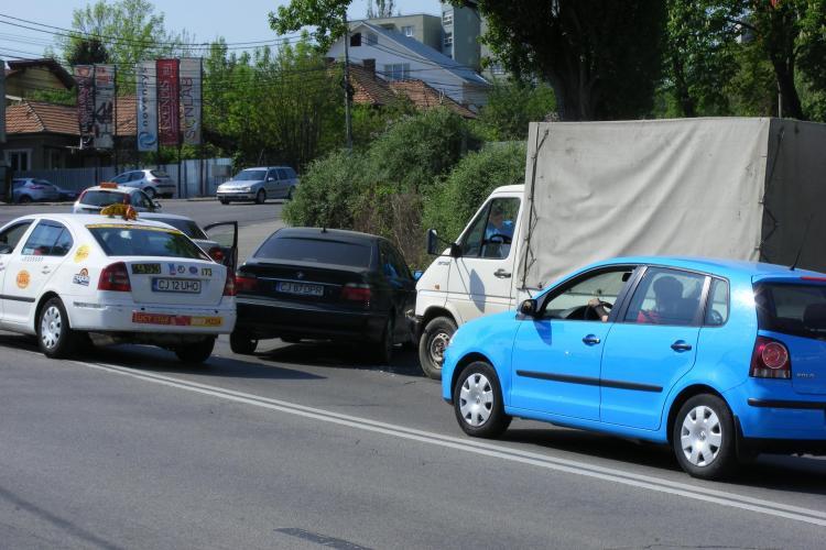 Accident pe Calea Turzii, in zona cimitirului Eroilor FOTO