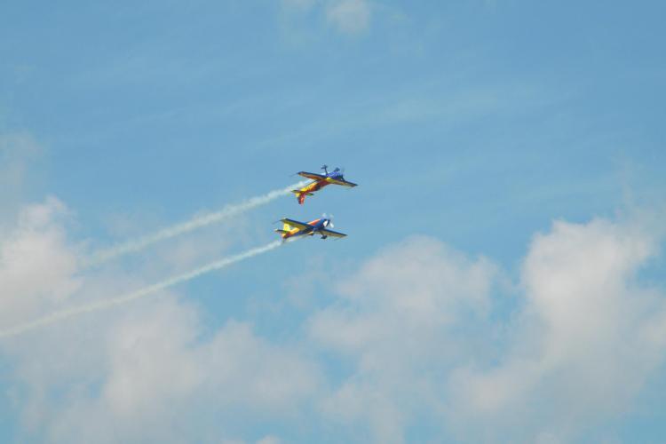 Imagini spectaculoase de la mitingul aviatic! Cinci mii de clujeni au urmarit acrobatiile aeriene FOTO