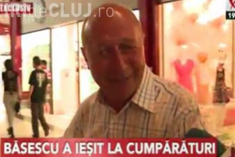 Traian Basescu la cumparaturi prin Mall: Ar fi un dezastru ca Guvernul Ponta sa nu treaca de Parlament VIDEO
