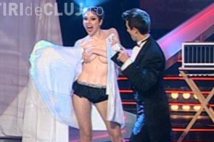 "Numar incendiar de magie topless la ""Romanii au Talent"""