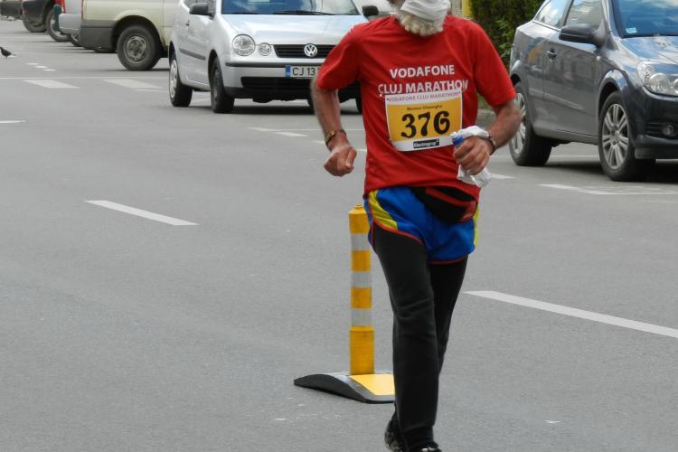 Vezi Imagini inedite de la Maratonul Clujului cu alergatorul de 79 de ani FOTO