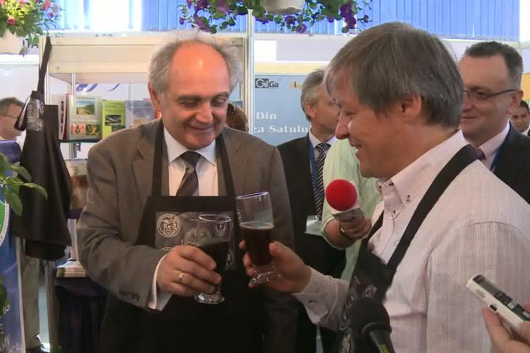 Dacian Ciolos a baut, la Cluj, bere cu cacao si cirese produsa de studentii de la USAMV VIDEO