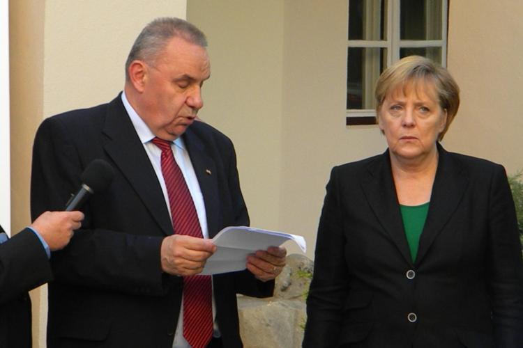 Angela Merkel facea drumetii cu rucsacul in spate in Fagaras si Mamaia