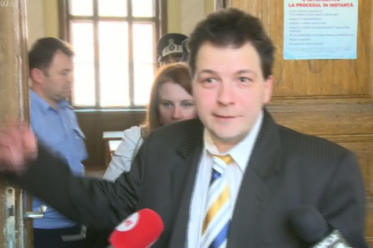 Marius Leontiuc, care a înșelat cu un milion de euro peste 100 de oameni, huiduit de pagubiti la Curtea de Apel Cluj VIDEO