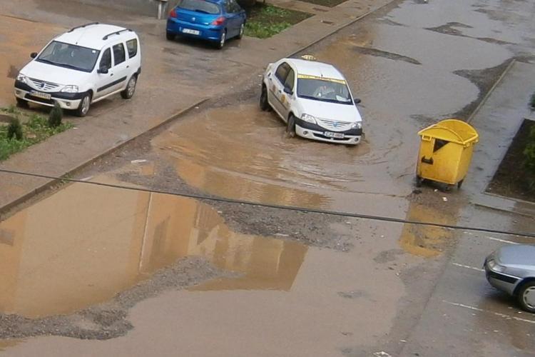 Dunarea, dupa fiecare ploaie, in Floresti, pe strada Sesul de Sus VIDEO