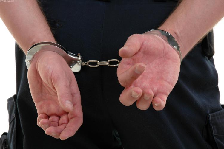 Cluj - arestare: S-au oferit sa schimbe burlanul unei case cu 100 de lei, dar apoi au cerut proprietarului 9.000 de lei
