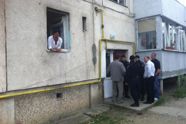 Scandal la o evacuare pe strada Oltului! Proprietara ameninta ca isi da foc FOTO