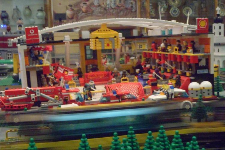 Expozitie de LEGO la Muzeul Etnografic Cluj FOTO