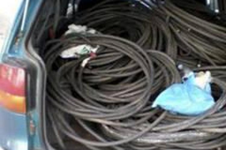Doi tineri au lasat o comuna clujeana fara telefonie! Au furat cablul din cupru