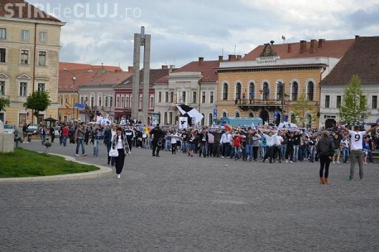 Suporterii U Cluj au facut spectacol in drum spre Cluj Arena. Au fost 1000 de fani FOTO