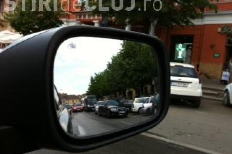 "Parcari ilegale in fata cafenelelor din Piata Unirii! Politia evita zona ""boss -ilor"" FOTO"