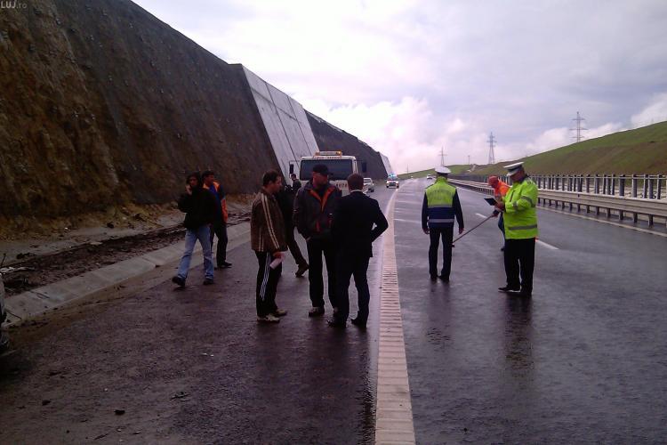 Accident pe Autostrada Transilvania! Un BMW X6 s-a facut praf, dupa ce a planat pe carosabilul umed