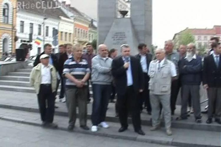 Giurgiu si-a lansat candidatura la Primaria Cluj-Napoca in strada, intre oameni. I-a fost interzis accesul in Piata Unirii  VIDEO