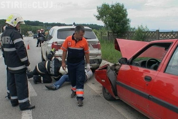 """Accident la intrare in Dej! O soferita a lovit de doua ori un BMW X3! VEZI cum a fost posibila """"performanta"""" FOTO si VIDEO"""