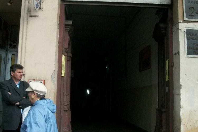 "SCANDAL: Angajatii Casei Municipale de Cultura Cluj-Napoca ""Nu am primit nicio instiintare cum ca nu putem intra in sediu"" VIDEO"