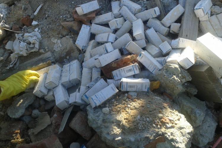 Deseuri medicale aruncate pe partia din Feleacu STIREA CITITORULUI FOTO