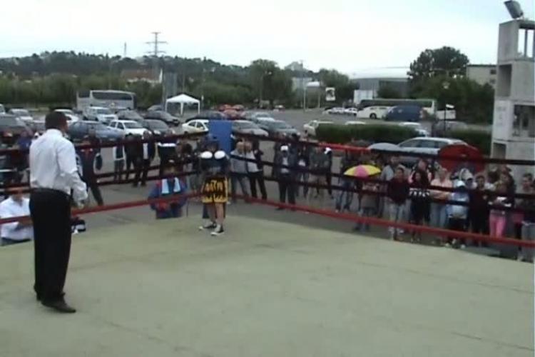 Acuzatii la competitia de box de la ZILELE CLUJULUI! O echipa s-a retras dupa ce ringul a fost montat afara VIDEO