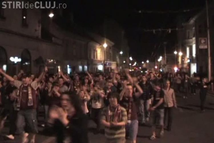 Jucatorii CFR Cluj si-a dat intalnire cu suporterii in Piata Unirii, dar nu s-au mai dus VIDEO