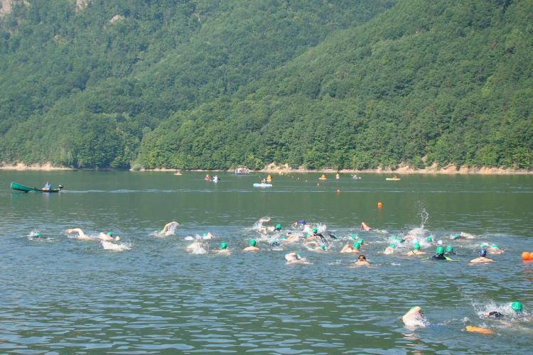 Traversarea Tarnitei, concursul de inot este organizat in 11 august