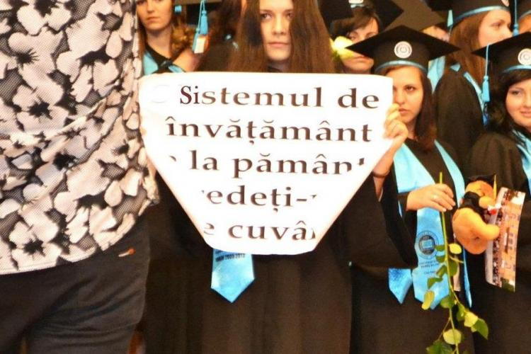 Protest al unei studente la ceremonia de absolvire a UBB: Sistemul de invatamant e la pamant FOTO