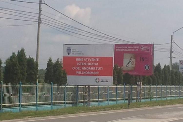 "Panou in maghiara, pe care scrie ""Bine ati venit"", amplasat la intrare in Cluj-Napoca de un candidat la Primarie  FOTO"