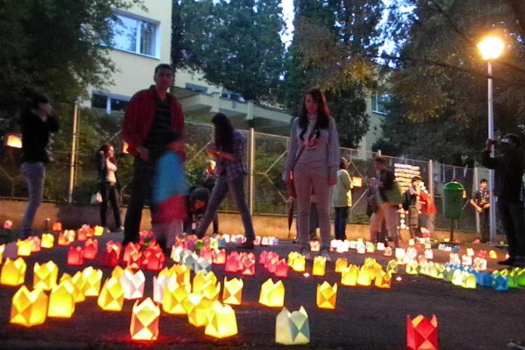 Mii de lumanari aprinse la Festivalul Luminii, in Cluj. Copiii au fost cei mai incantati! FOTO