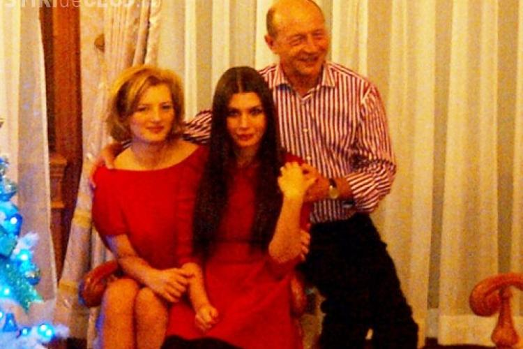 Basescu isi doreste de la fetele lui Elena si Ioana ... nepotei
