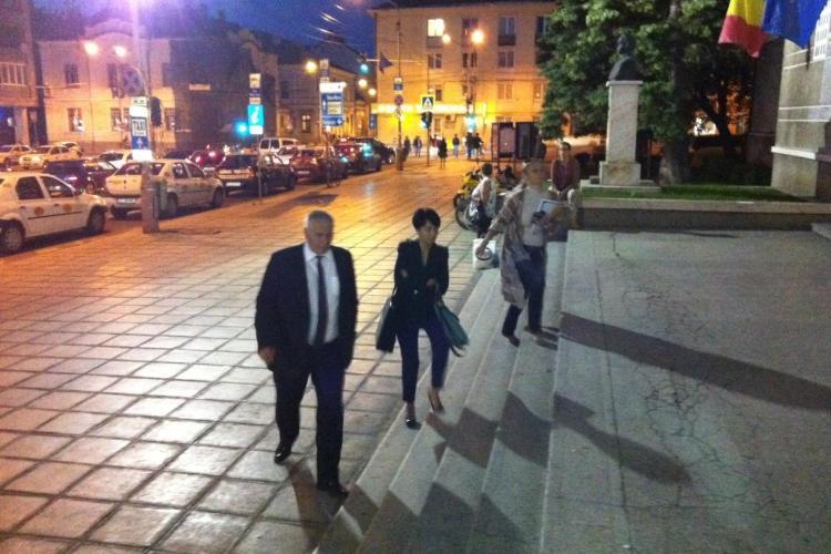 Dezbatere esuata intre candidatii Emil Boc si Marius Nicoara FOTO VIDEO