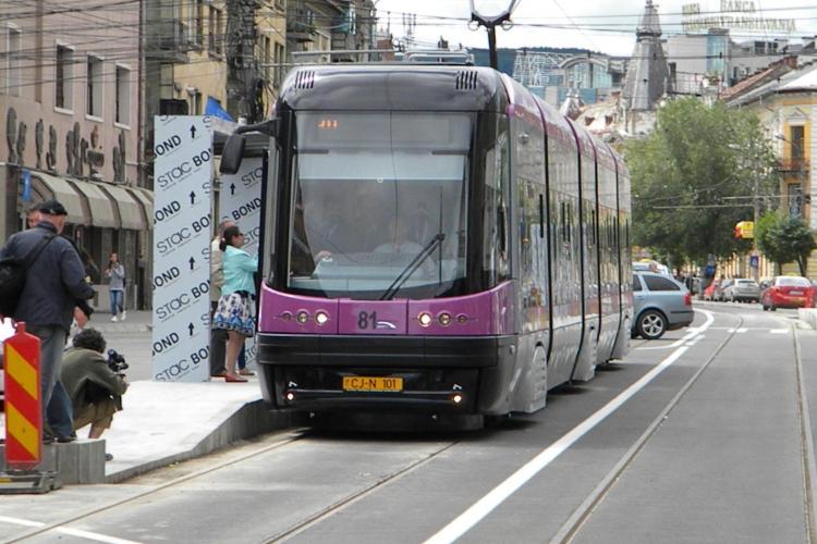 Tramvaiul ultramodern cu WIFI a fost dat in folosinta! Un preot l-a sfintit inainte de primul drum VIDEO si FOTO