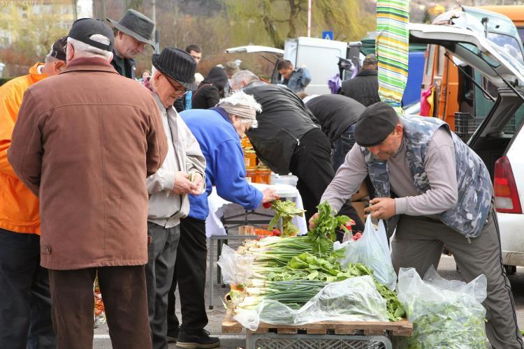 Piata studenteasca cu produse agroalimentare la FSEGA, pe strada Teodor Mihali