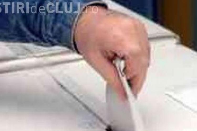 ALEGERI CLUJ: O pesoana si-a fotografiat votul la Liceul Avram Iancu