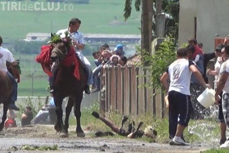 """Un barbat a fost lovit de un cal la """"Impanatul boului"""" in Manastirea FOTO si VIDEO"""